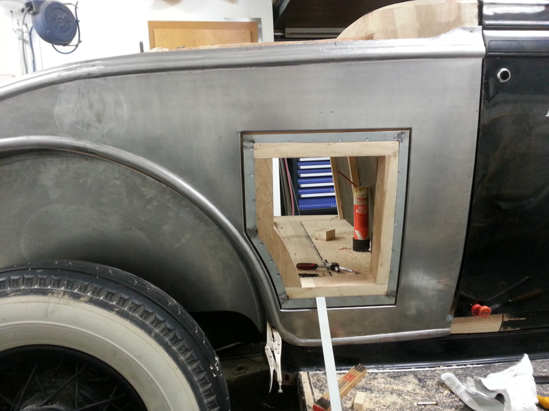 Cadillac_LaSalle_1932-08